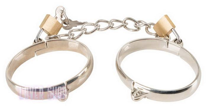 Металлические наручники на цепочке Bad Kitty